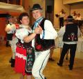 Turisti z TK Medvede majú síl nadostač! Dopoludnia vyšli na Veľký Milič a večer už tancovali čardáš. Na fotke Štefan Karajoš s tanečnou partnerkou.